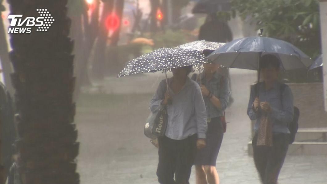 (圖/TVBS) 東北風及颱風外圍環流影響 新北、基隆防大豪雨