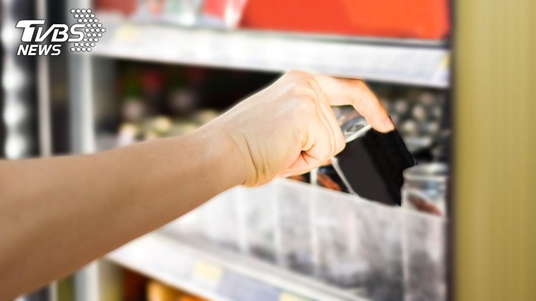 夏日炎炎來杯冰冰涼涼的手搖飲簡直是清涼又消暑。(示意圖/TVBS) 北漂室友扛2大袋飲料回鄉 網嗨喊:只有北部有賣