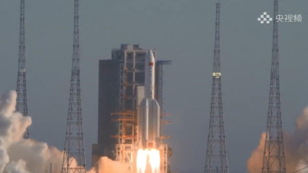 中國大陸最大火箭「長征五號B」。(圖/長征五號運載火箭微博) 陸最大火箭「長征五號B」失控撞地球 殘骸掉落地點曝光