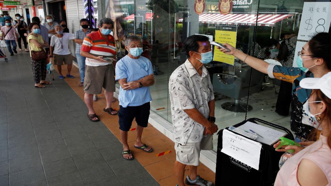 圖/達志影像路透 群聚感染打掛防疫模範 新加坡忽視外勞.南韓仇視同志