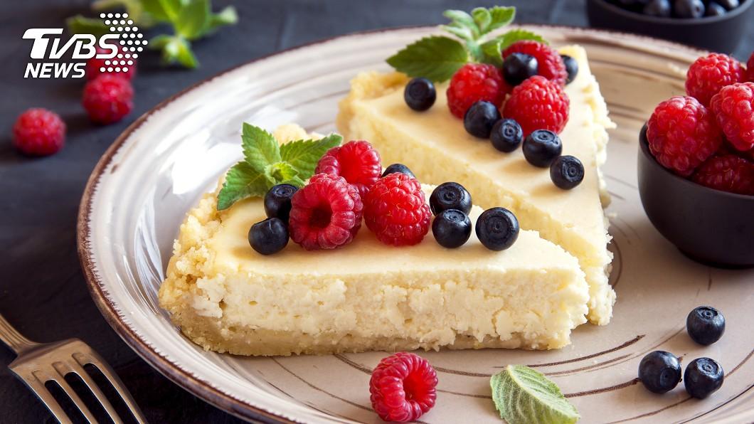 許多人愛吃甜點。(示意圖/TVBS) 全聯甜點哪款最好吃?網不藏私激推「此項」:全家都愛