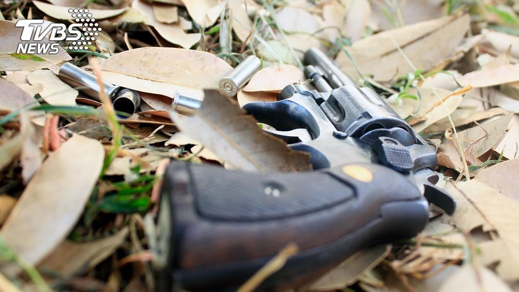 5歲男童開槍意外擊斃哥哥。(示意圖/TVBS) 5歲男童撿到槍…轉身樂喊「碰!碰!」意外擊斃哥哥