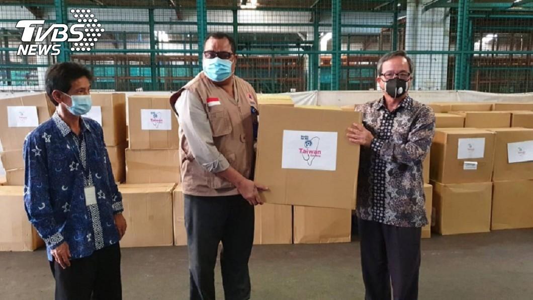 圖/中華民國駐印尼代表處提供 台灣贈醫療口罩抵印尼 駐處代表:兩國攜手抗疫