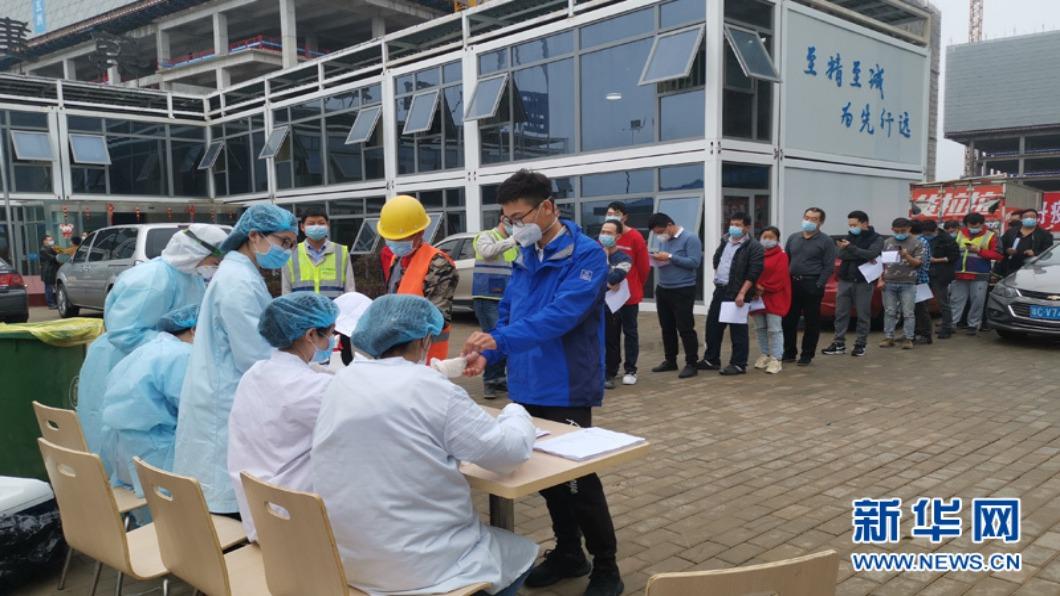 圖/翻攝自 新華網 中國大陸疫情反覆「核酸檢測員」列十大新職業