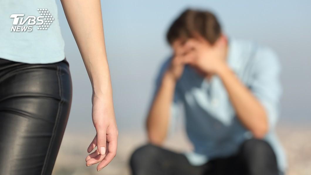 男子求愛遭拒,竟在網路上造謠女方得了新冠肺炎。(TVBS資料示意圖) 求愛女老師遭拒 盲生造謠她染上新冠肺炎