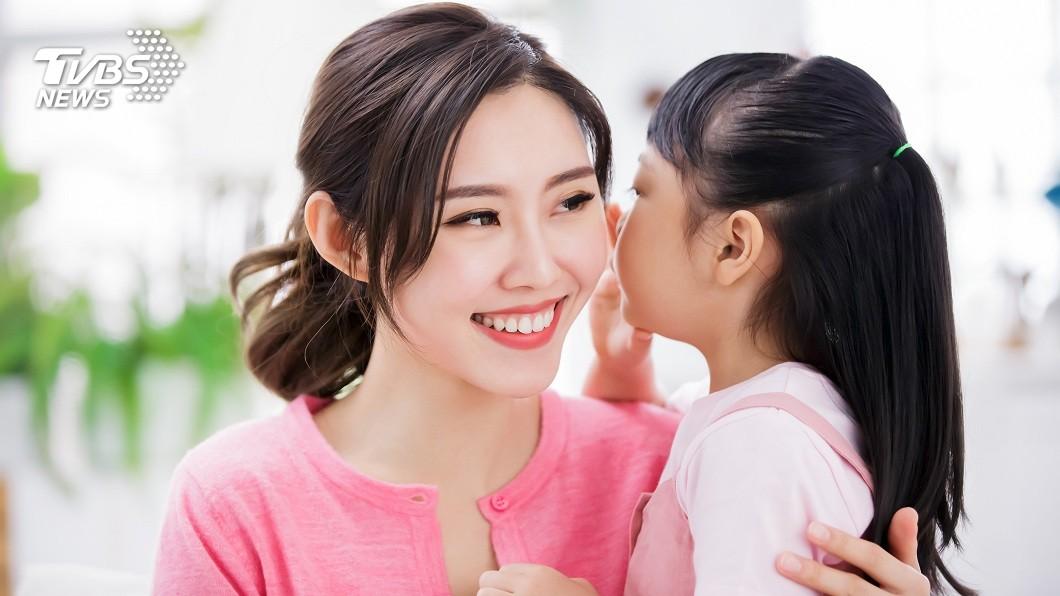 女兒的童言童語,母親聽了十分尷尬。(TVBS資料示意圖) 車改色被酸屁孩…女跳出護航母揪感心 下1句神補刀傻眼