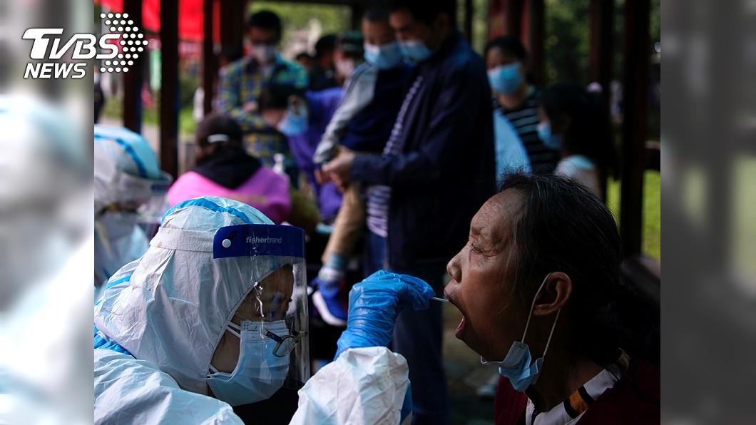 鍾南山認為中國有再發疫情風險,表示武漢最初曾隱瞞真相。(圖/達志影像路透社) 坦承最初隱瞞真相 鍾南山:恐有第二波疫情爆發