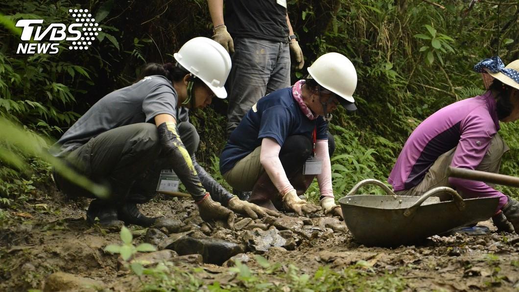 圖/觀旅局提供 新北邀手作修復步道 揮汗體驗淡蘭古道之美