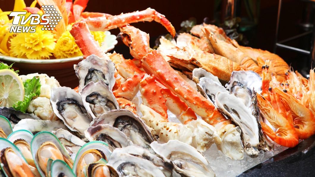 真的態噁心了!(示意圖/TVBS) 婦花3千元大啖鮑魚餐…驚見活蟲蠕動嚇傻 網:蟲更貴