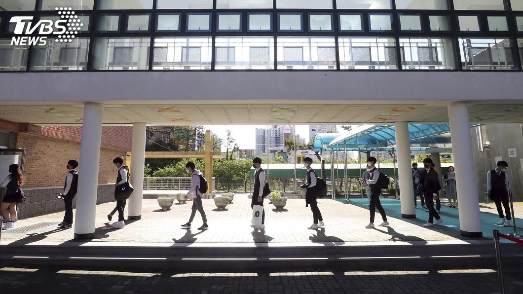 圖/達志影像美聯社 恢復到校上課首日就確診 韓75所學校急喊卡