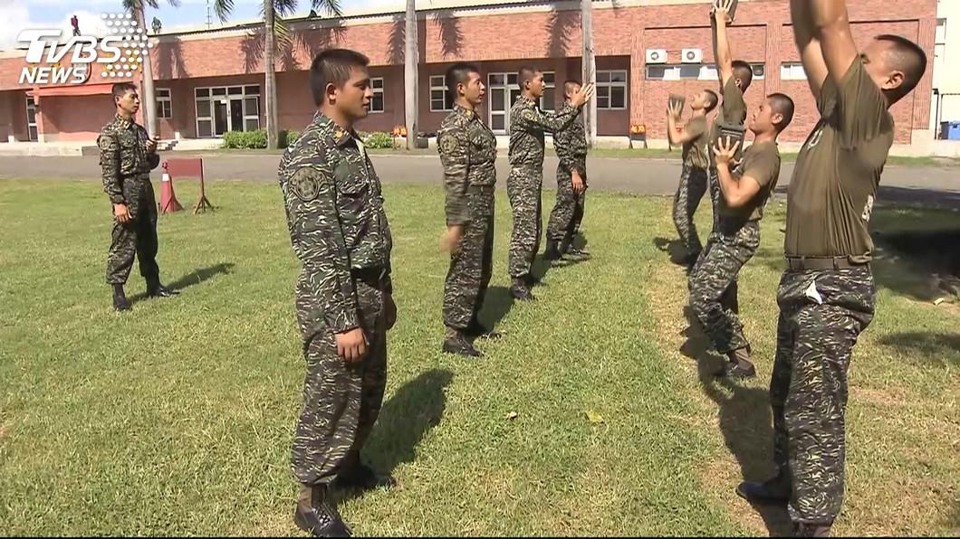 當兵對於許多台灣男性而言是難忘的回憶。(TVBS資料示意圖) 當4月兵是志願役招募策略?網曝同梯簽10個:計畫通