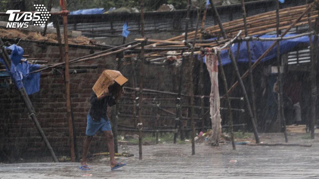 圖/達志影像美聯社 超級氣旋安芬登陸印度東部 數百萬人嚴陣以待