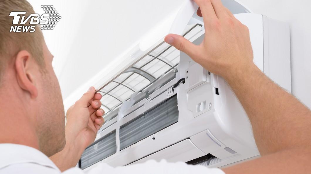 很多人都忍不住開起冷氣消暑。(示意圖/TVBS) 冷氣狂飄臭酸味!他「清洗濾網仍沒改善」…網點出關鍵