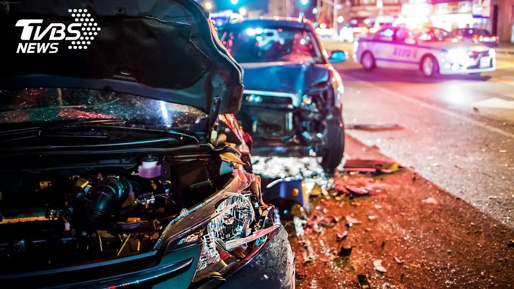 圖片與本案件無關。(示意圖/TVBS) 台中連環車禍!3車追撞起火「駕駛受困慘成焦屍」