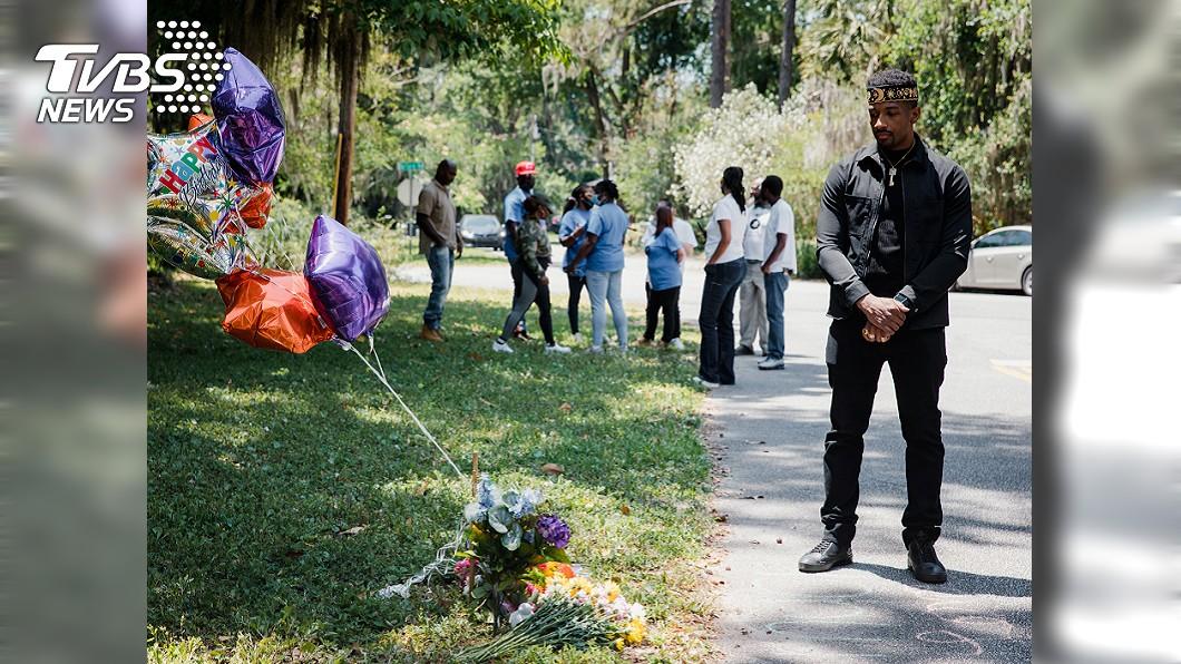 亞伯里在住宅區慢跑時遇害,民眾悼念。圖/達志影像路透社 25歲非裔男慢跑時遭白人槍殺 畫面攝影者涉案被捕
