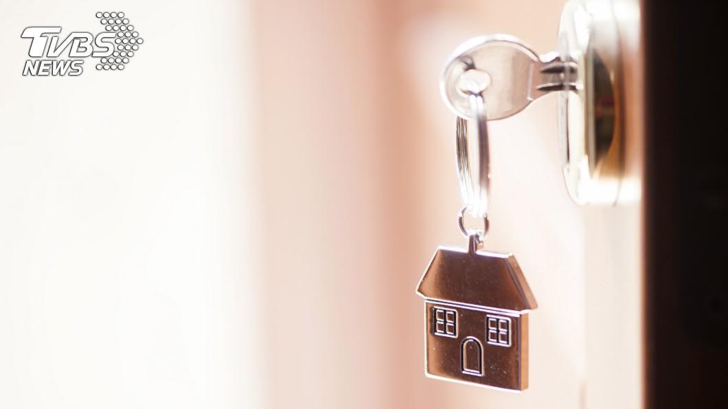 鑰匙斷在孔裡找鎖匠換鎖 父回不了家不爽「沒先講」告兒