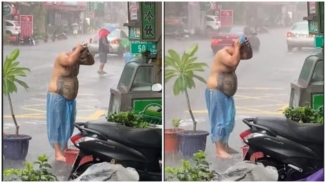 一名男子在大雨中洗頭,有網友看了戲稱這是有故事的男人。(圖/翻攝自臉書社團「台灣新聞記者聯盟資訊平台」) 雨彈襲擊男淡定在「雨中洗頭」 網讚:有故事的男人