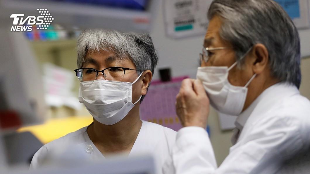 口罩成廣告看板 日本官員大秀特色口罩