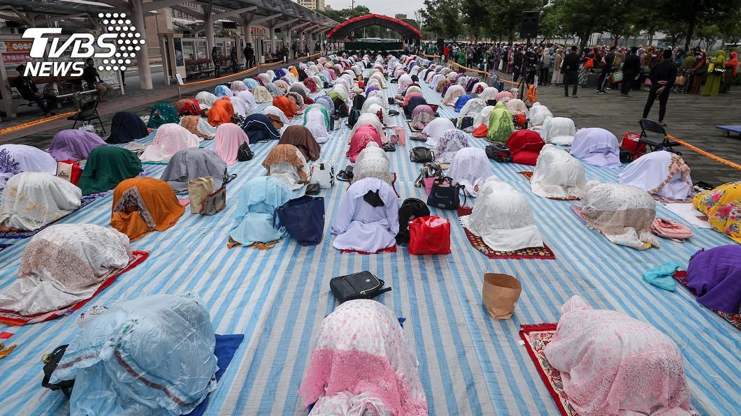 圖/中央社 開齋節祈禱活動 配合防疫戴口罩不逗留