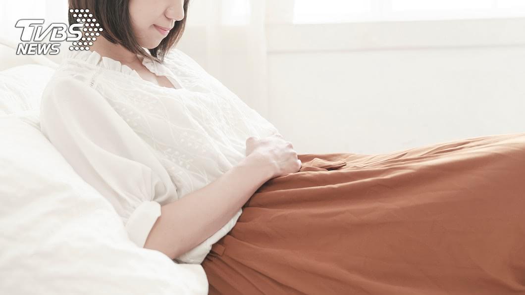 每個月的生理期總會給女性帶來困擾。(示意圖/TVBS) 22歲女月經流出「黑色髒血」 醫師檢查驚:只能削掉了