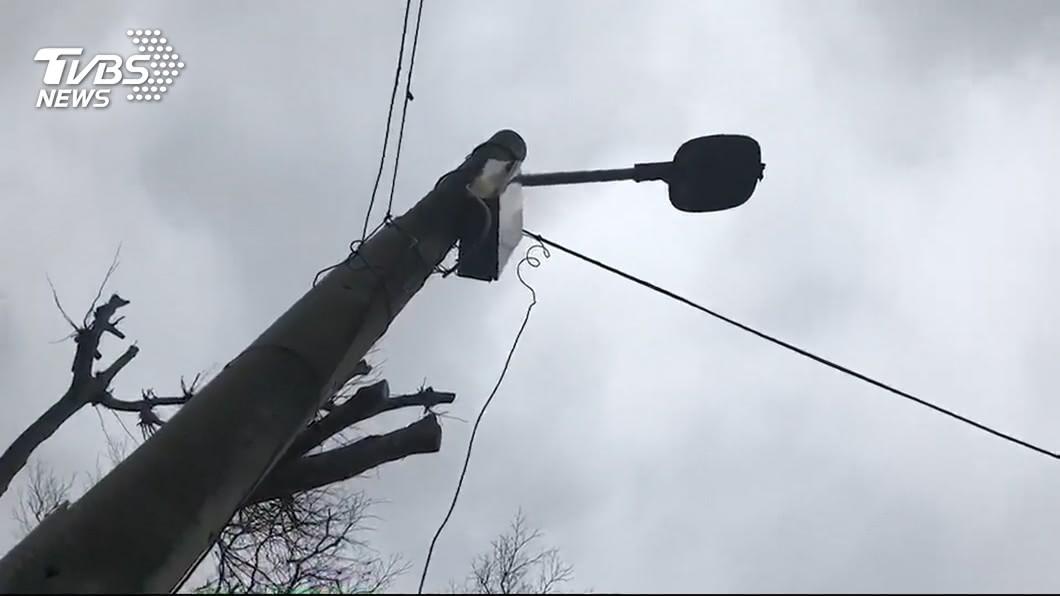 新竹1名男子因為公園路燈漏電而遭電擊受傷,醒來後整個人行為大脫序。(TVBS資料圖) 路燈漏電被電擊暈倒 男吃蠟筆脫序失控獲國賠1761萬