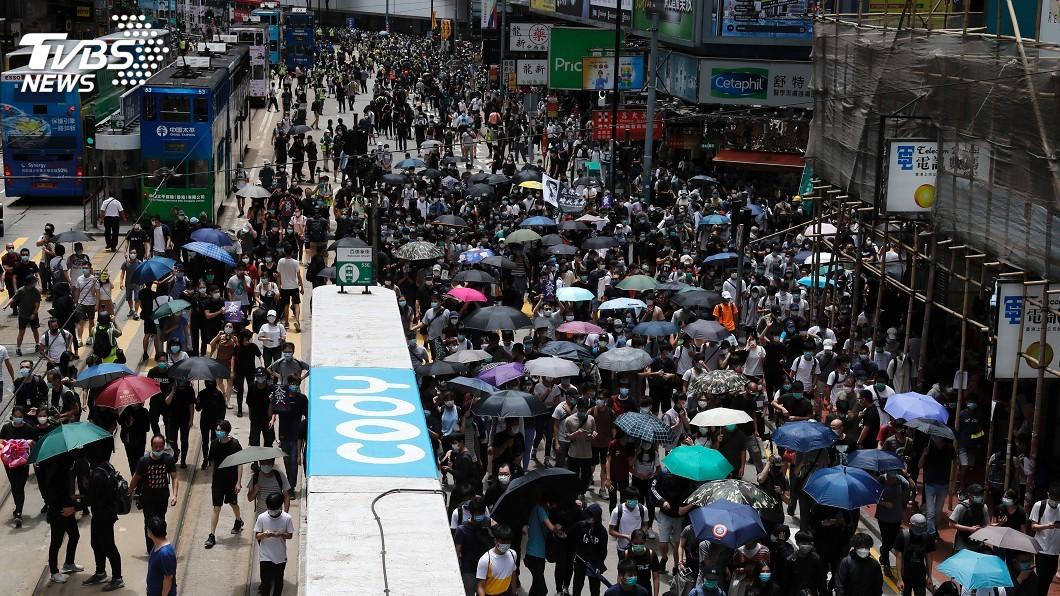 圖/達志影像路透社 香港萬人上街抗議港版國安法 日本盼中國明智因應