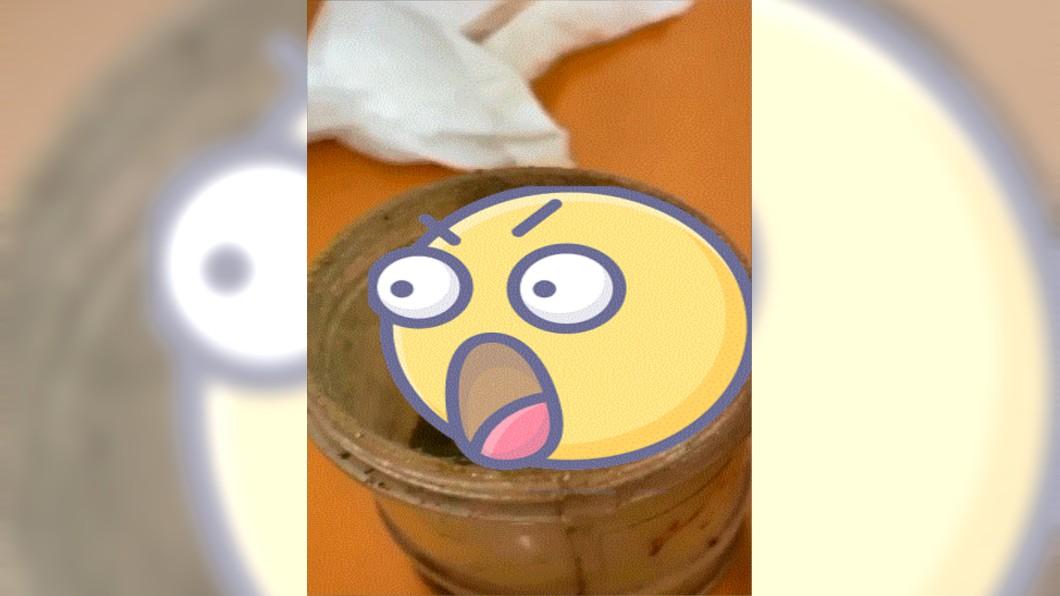 (圖/翻攝自爆廢公社臉書) 胡椒粉撒不出來!他一開驚見「超厚黴菌」嚇傻…網發毛
