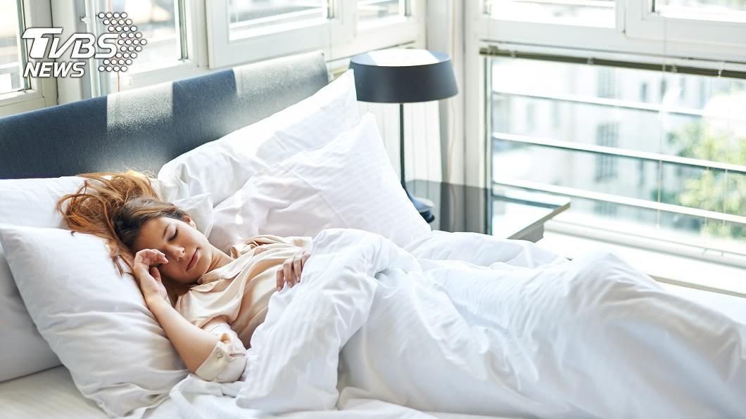 每天夜晚的睡眠對每個人來說都很重要。(示意圖/TVBS) 只睡6小時!他「為啥感覺睡超久」…網友曝「關鍵4字」