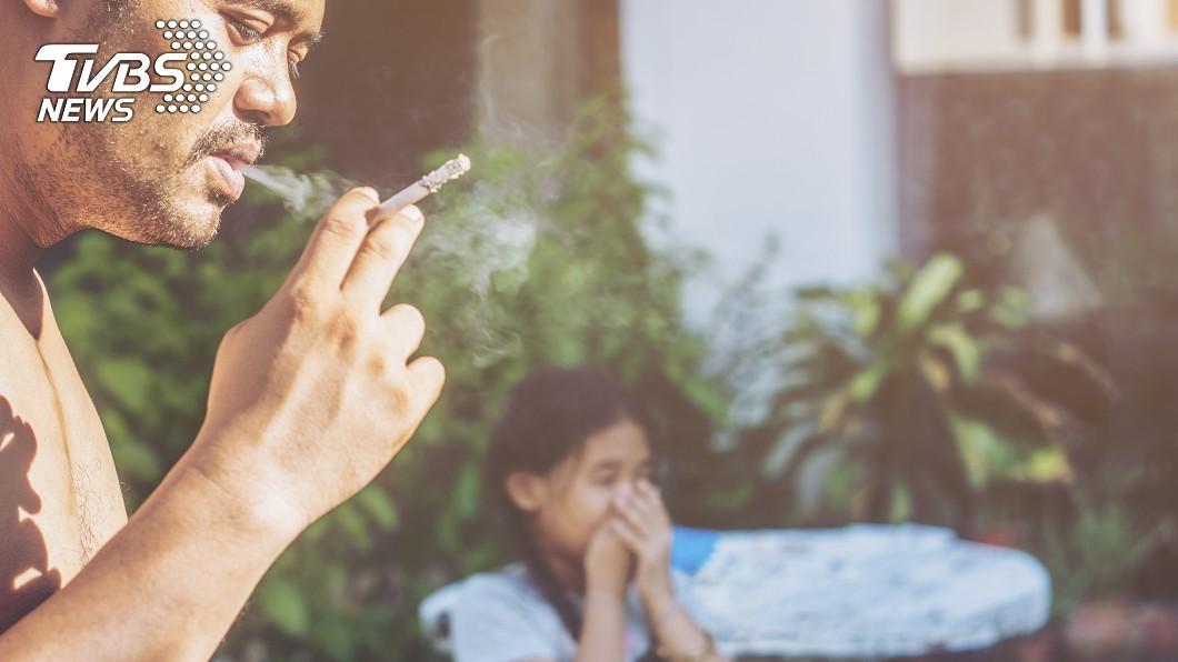 示意圖,非新聞事件當事人。圖/TVBS 疫情影響放無薪假 宅爸二手菸誘發過敏兒氣喘