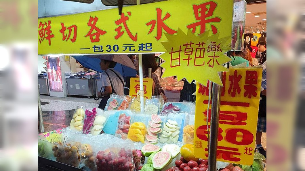 原PO買水果慘遭詐騙。(示意圖,非當事人攤位/TVBS) 不忍阿婆酷暑擺攤 她買4袋水梨一咬:是醃蘿蔔...