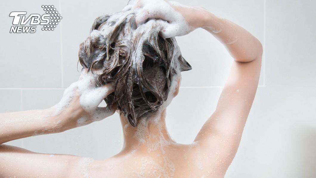 每個人生活習慣不相同,最怕遇上合不來的室友!(示意圖/TVBS) 每天都要清排水孔卡的頭髮? 鄉民揭超慘下場:蟑螂很愛