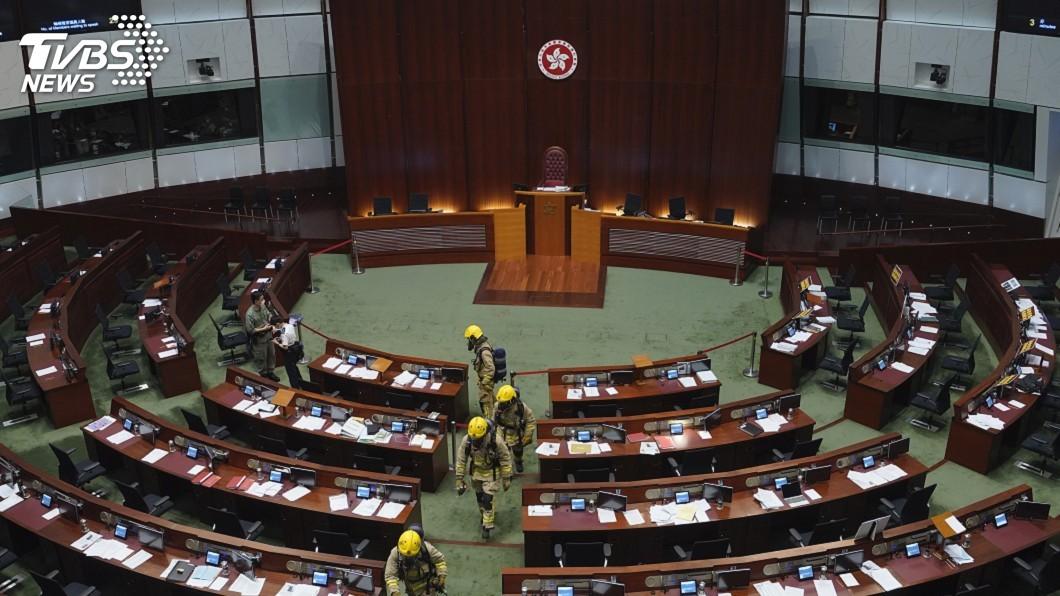 圖/達志影像美聯社 香港立法會審議國歌法 泛民議員群起阻撓