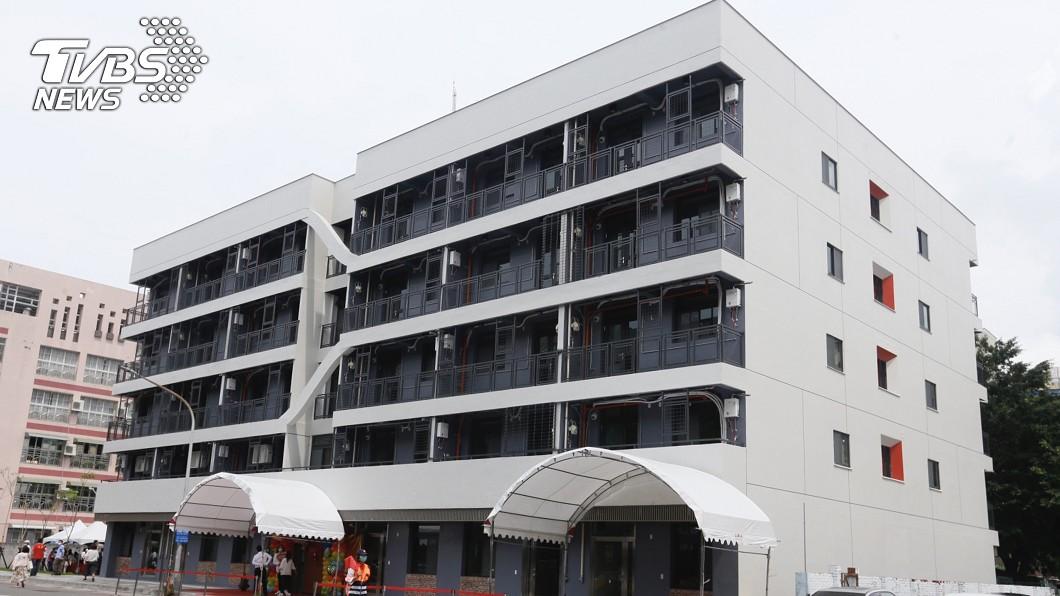 圖/中央社 52年警察宿舍轉型社會住宅 一卡皮箱即可入住