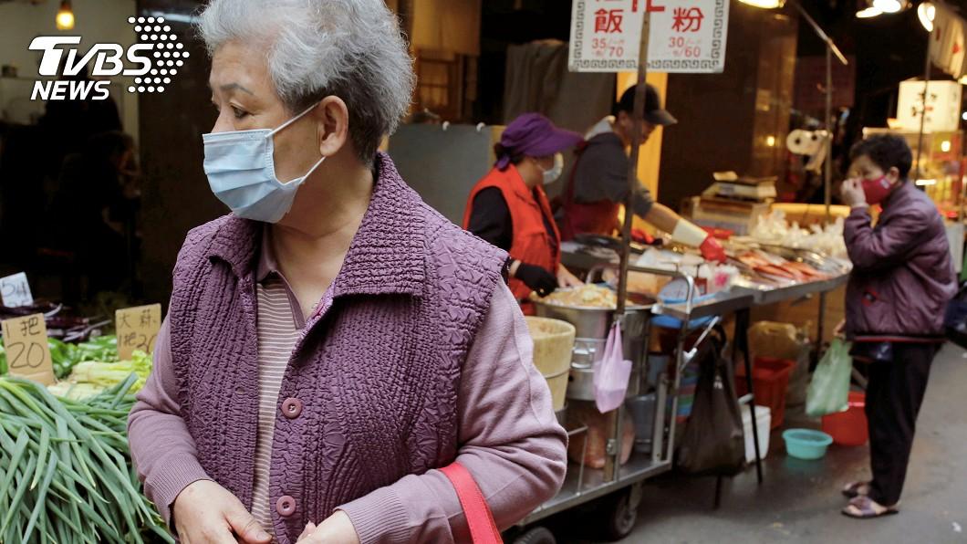 圖/達志影像路透社 提前鬆綁防疫措施 花蓮6月起不強制戴口罩