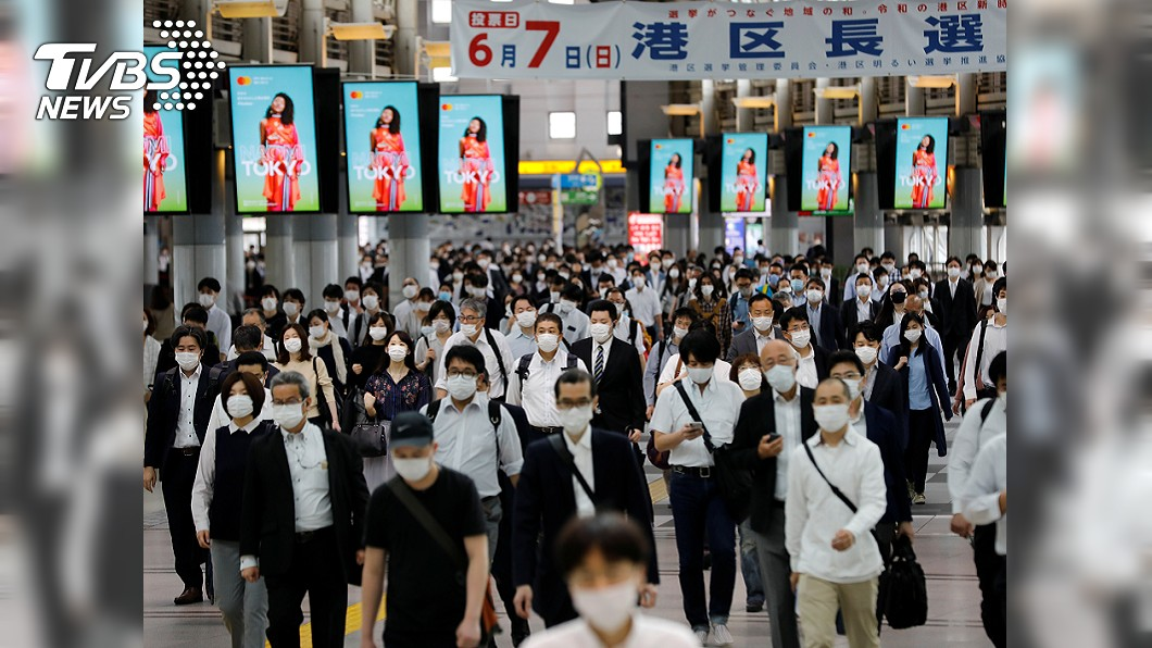疫情改變行為94%日本人習慣。(圖/TVBS) 疫情促改變習慣 9成日人戴口罩減少外出