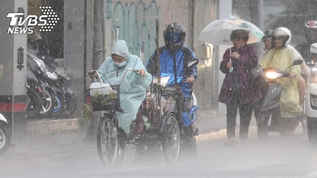 示意圖/TVBS 快訊/颱風雲系加對流旺!6縣市大雨特報 小心雷擊