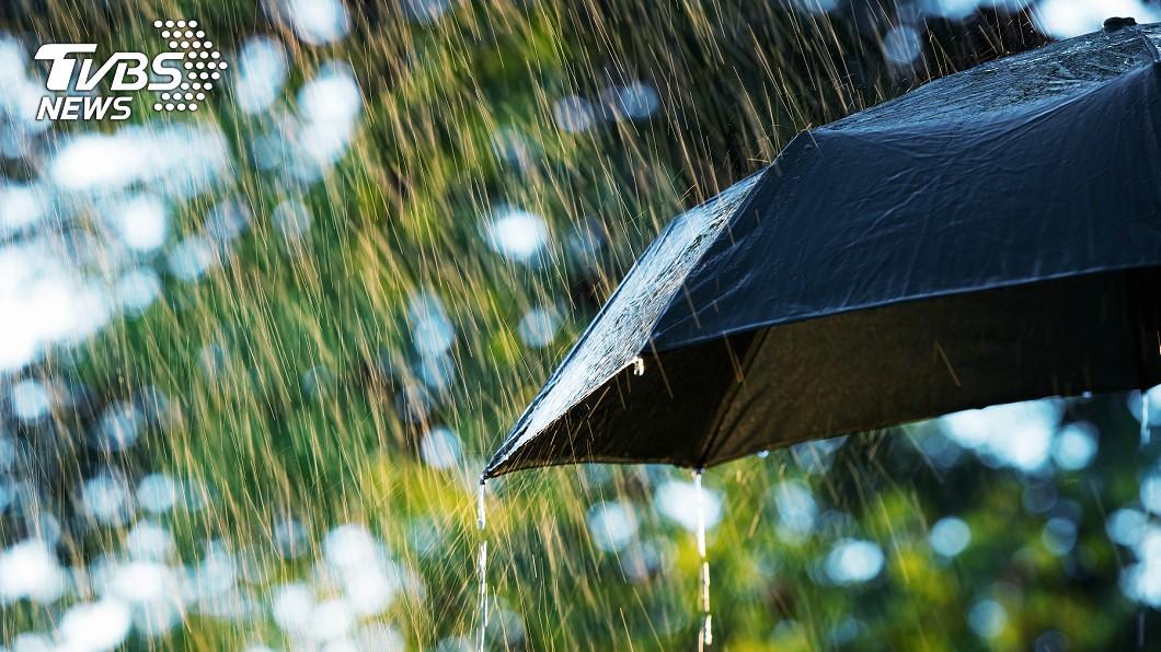 中央氣象局稍早針對基隆市和新北市發布大雨特報。(示意圖/TVBS) 雨彈來襲!2縣市大雨特報 注意雷擊、強陣風