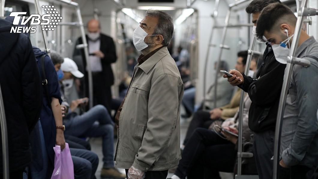 伊朗2019冠狀病毒疾病(COVID-19)確診病例突破15萬大關,當局正致力於抑制近期案例飆升的趨勢。(圖/達志影像路透社) 伊朗疫情持續升溫 確診病例飆升突破15萬