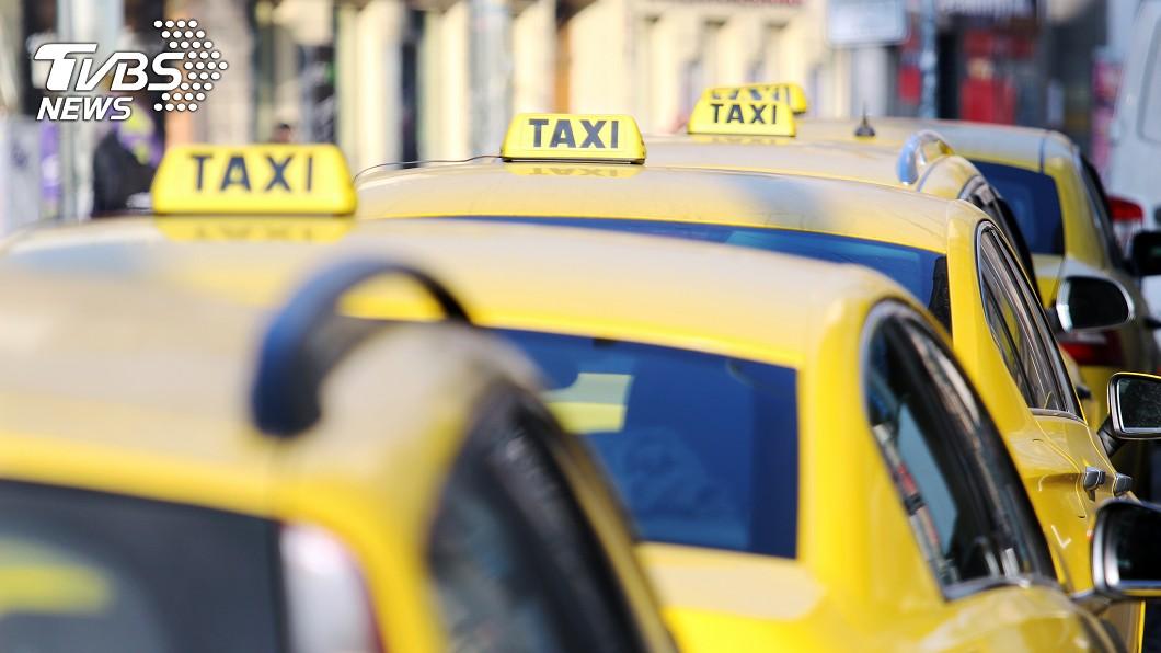 許多人講求舒適性會選擇搭乘計程車。(示意圖/TVBS) 小型垃圾車?搭小黃驚見「海量垃圾」 網嚇:相片有味道