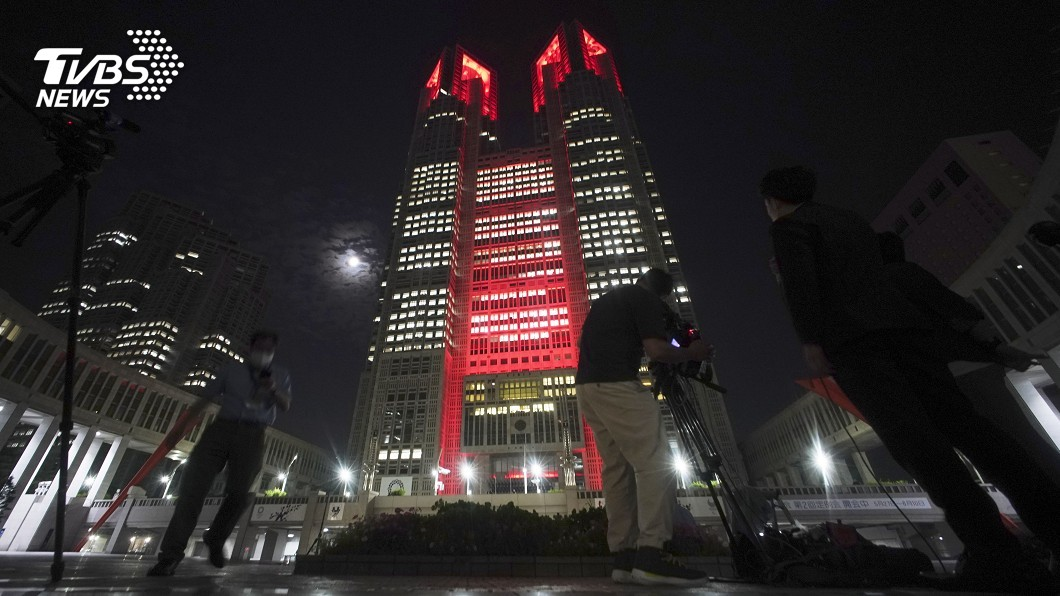 圖/達志影像美聯社 彩虹大橋「亮紅燈」 東京疫情恐二度爆發