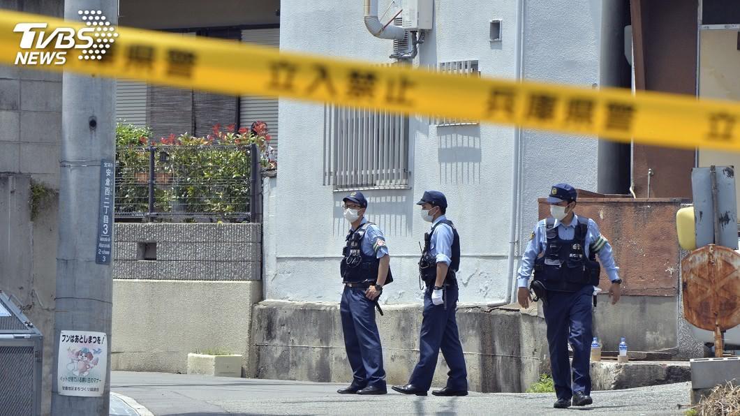 日本兵庫縣一處民宅發生4名男女遭人持類似十字弓武器射擊,其中2名女性死亡,死者疑為犯嫌的母親與祖母。(圖/達志影像美聯社) 日本男大生持十字弓射殺家人 母親、祖母疑遇害