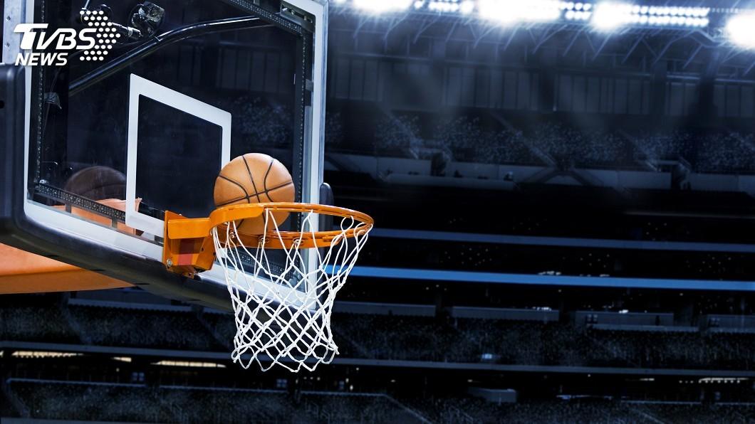 美國職籃NBA理事會今天批准22支球隊恢復2019-2020年球季賽事的計畫,為因疫情停擺3個月的球季於佛羅里達州復賽鋪路。(示意圖/TVBS) 停擺3個月 NBA理事會敲定7月底復賽計畫
