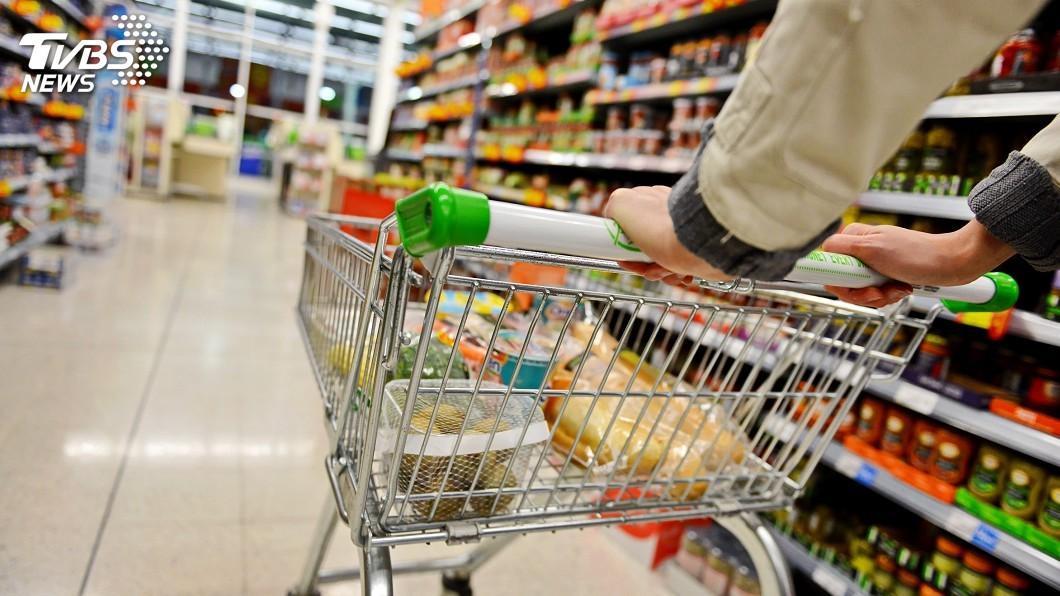 陳男每次去超市,家中的威而鋼都會少1片。(示意圖/Shutterstock達志影像) 尪去超市「吞1片威而鋼」沒帶菜回家 遭妻持鐵鎚敲死