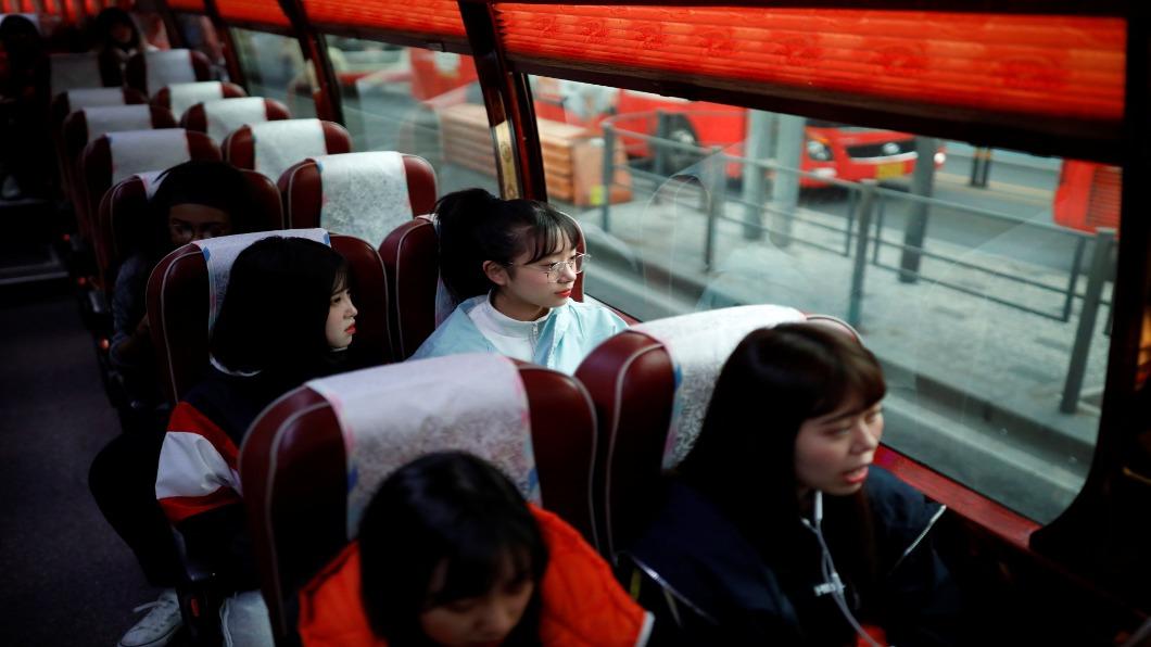 圖/達志影像路透 日本「新」通勤生活 共享專車.防護罩巴士 防三密