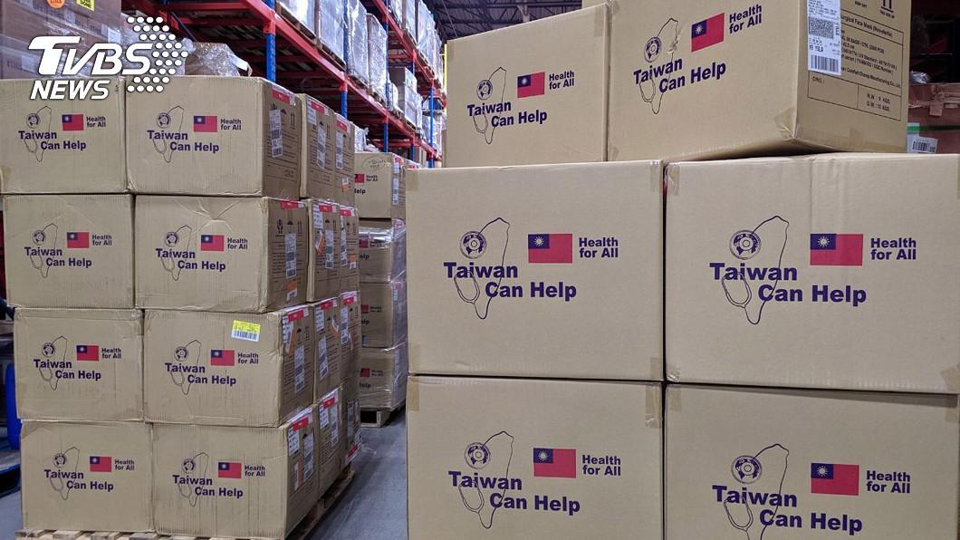 台灣再次捐贈加國政府多項個人防護設備。(圖/中央社) 台灣再助加拿大抗疫 口罩防護衣陸續送達