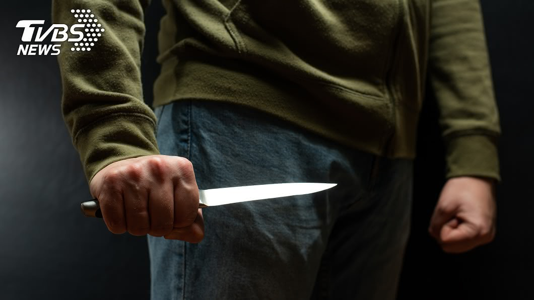女子當街遭行刺。(示意圖/TVBS) 台中驚傳當街行刺!女胸口遇刺命危 行凶男逃逸
