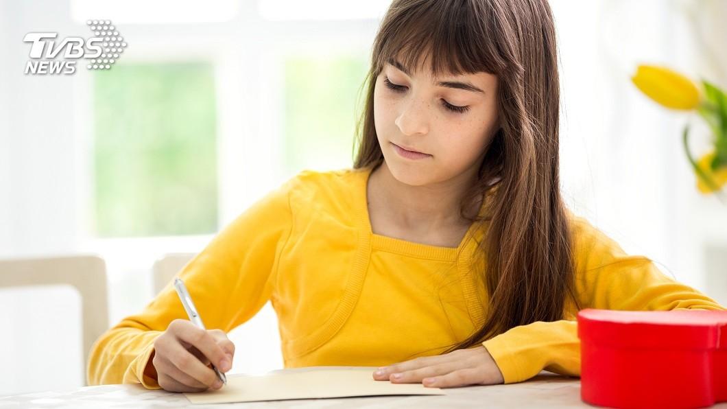1名人夫得知妻子外遇生子,全都是靠13歲女兒寫信舉發。(TVBS資料示意圖) 媽帶男人回家睡!13歲女寫信揭母出軌 夫幫人養兒5年