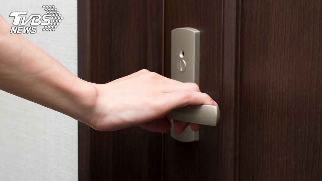 民眾在外租屋居住,平日要留意自身安全。(TVBS資料示意圖) 全裸男喝醉半夜敲房門「討抱」 正妹嚇哭受創留陰影