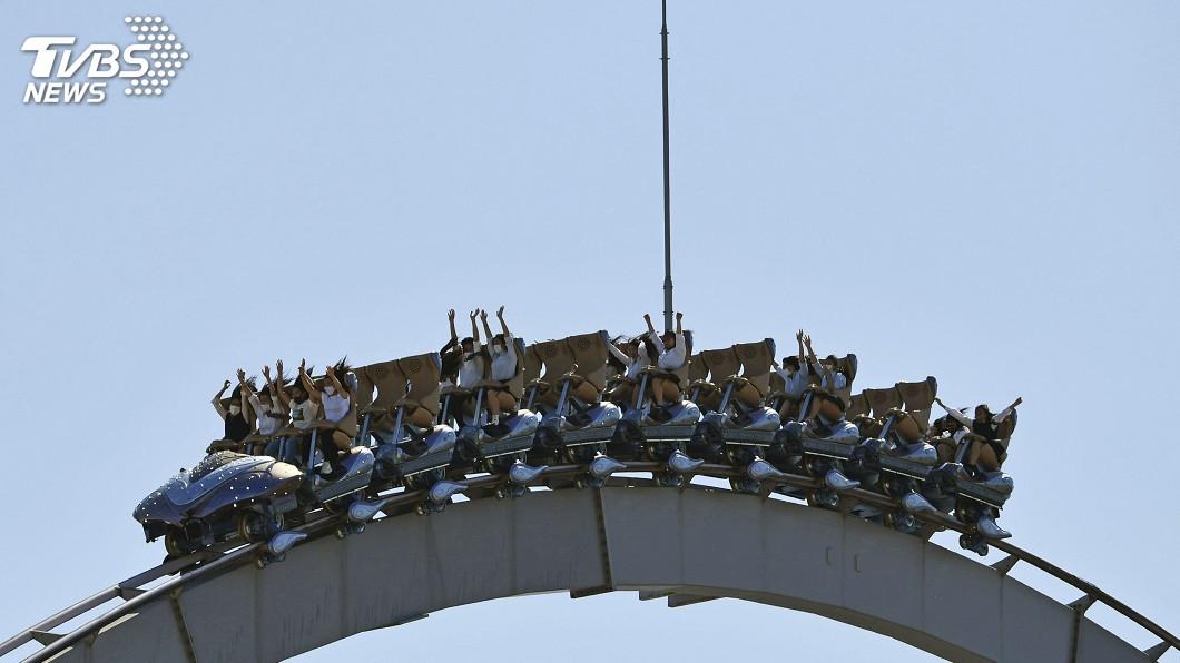 日本環球影城重新開園,呼籲遊客乘坐雲霄飛車時「避免尖叫」。(圖/達志影像美聯社) 日本環球影城重新開園 籲搭雲霄飛車「避免尖叫」