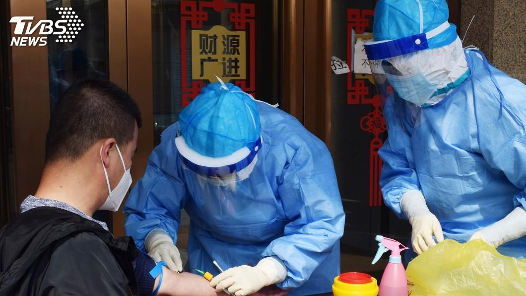 中國東北牡丹江市1日起對市區居民進行病毒核酸檢測大排查,篩出19名無症狀感染者。(圖/達志影像路透社) 牡丹江檢出19無症狀感染者 武漢患者無活病毒